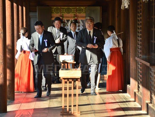 Peste o suta de parlamentari japonezi, �n vizita la sanctuarul controversat Yasukuni