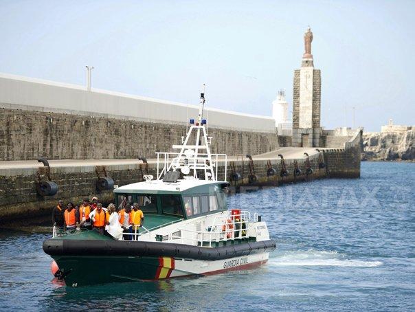 Şaptezeci de imigranti nord-africani, salvati din Marea Mediterana, �n largul Spaniei