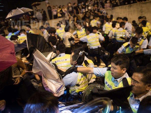 Noi violenţe între protestatari şi forţele de ordine, la Hong Kong