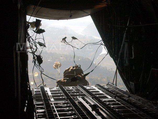 Armata SUA a parasutat armament pentru kurzii asediati �n orasul sirian Kobane