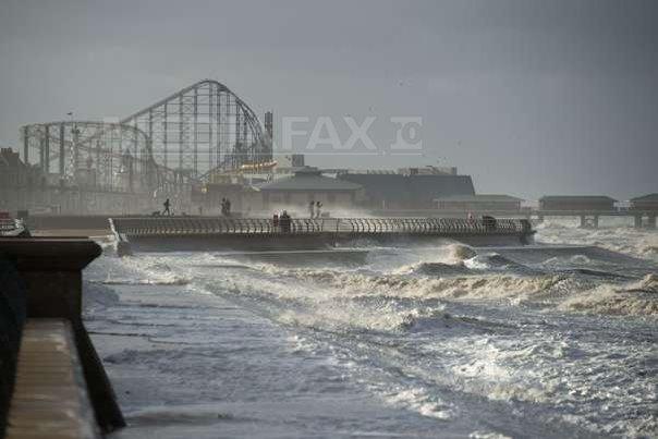 Un mort si transporturi perturbate �n Marea Britanie din cauza uraganului Gonzalo