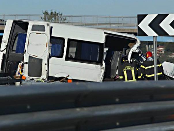 Accidentul din Italia: Şoferul unuia dintre microbuze, tatal unui fotbalist rom�n care joaca �n Anglia