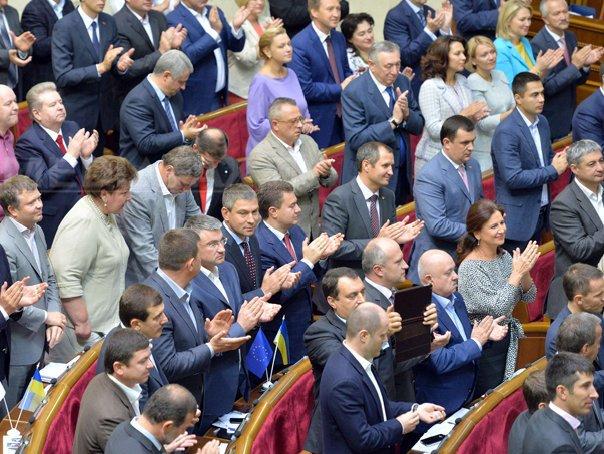Cele cinci partide prooccidentale din Ucraina au parafat acordul de coaliţie în Parlament