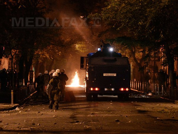 Violente la Atena �n timpul unei manifestatii �n memoria unui adolescent ucis de un politist - FOTO