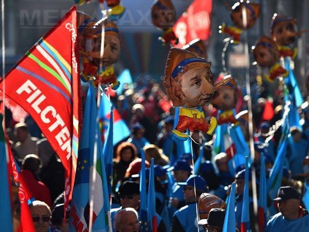 GREVĂ GENERALĂ �n Italia: Manifestatii �n 54 de orase, contra politicilor lui Renzi. Zeci de mii de italieni au protestat