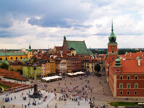 Mii de persoane au manifestat la Varsovia, denunt�nd presupuse fraude electorale
