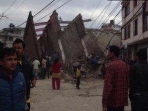 BREAKING NEWS: Nepal se zguduie din nou, la o zi de la tragedia soldată cu cel puţin 1.900 de morţi. Replică PUTERNICĂ a cutremurului
