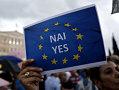 Imaginea articolului BalkanInsight: Referendumul din Grecia evidenţiază polarizarea accentuată a societăţii elene
