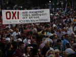 Imaginea articolului Zeci de mii de greci au participat, vineri seară, la mitinguri paralele în Atena şi Salonic - VIDEO