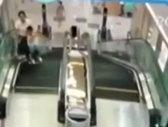Incident infiorător: O femeie a fost ucisă de scările rulante dintr-un mall - IMAGINI ŞOCANTE