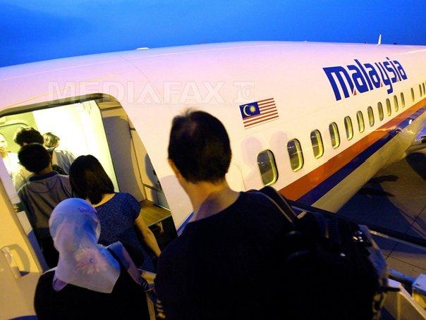 DISPARIŢIA zborului MH370: Fragmentul de fuselaj găsit pe Insula Reunion aparţine unui avion Boeing 777