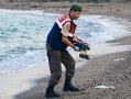 Imaginea articolului CRIZA IMIGRANŢILOR: Tatăl celor doi băieţi care s-au înecat se pregăteşte să le ducă trupurile înapoi acasă, în Siria - FOTO