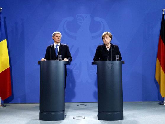 Imaginea articolului Merkel: Românii sunt bine primiţi în Germania, dar nu pot primi prestaţii sociale cei care nu muncesc. Nu suntem o uniune socială