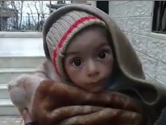 Imaginea articolului IMAGINI tulburătoare din oraşul sirian în care se moare de foame: Oamenii se hrănesc cu frunze sau animale de companie, după ce nu au mai primit ajutoare de trei luni - FOTO, VIDEO