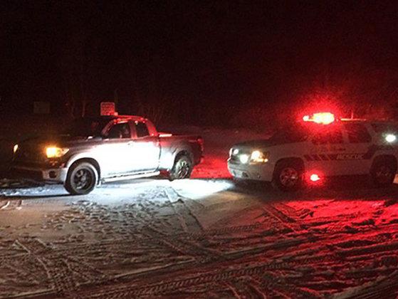 Imaginea articolului ISTERIE în SUA: Un bărbat rămas înzăpezit cu maşina a deschis focul spre localnici care voiau să îl ajute - FOTO, VIDEO