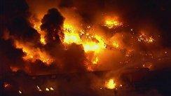 """BREAKING NEWS: Incendiu de proporţii! Peste 200 de autospeciale intervin. Mărturia unui pompier: """"Nu am mai văzut aşa ceva"""""""