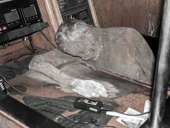 Imaginea articolului Enigmă în Pacifc: Cadavru mumificat, găsit la bordul unui iaht care plutea în derivă în ocean - VIDEO