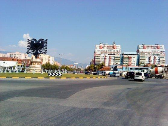 Imaginea articolului Doi morţi şi opt răniţi, după ce un bărbat a intrat cu maşina într-o piaţă din Albania