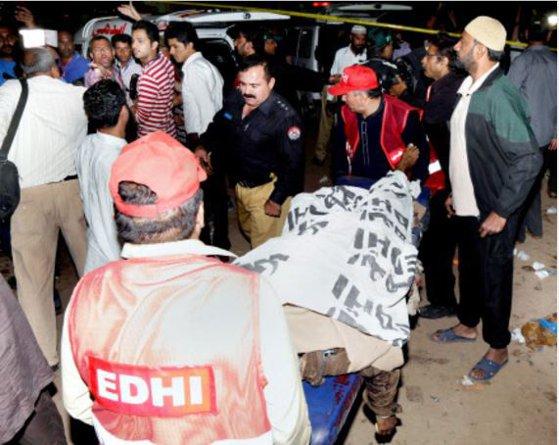 Imaginea articolului Atacul sinucigaş din Pakistan, soldat cu 69 de morţi şi 300 de răniţi, revendicat de o facţiune a talibanilor