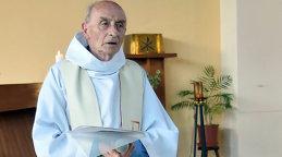 Preotul ucis în atacul de biserica St Etienne-du-Rouvray din Franţa. Atacatorii l-au forţat să îngenucheze în timp ce înregistrau cum îl omoară