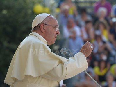 Papa Francisc condamnă atacurile anticreştine: Lumea este în război din cauza intereselor economice