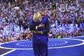 Imaginea articolului Barack Obama i-a predat ştafeta emoţionant candidatei oficiale a democraţilor, Hillary Clinton, şi l-a criticat deschis pe Donald Trump - FOTO, VIDEO