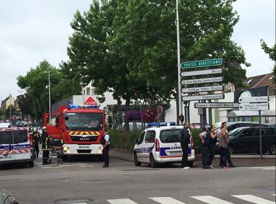 O navă a luat foc în Franţa, în timp ce era alimentată cu carburant: Una dintre persoanele de la bord, grav rănită