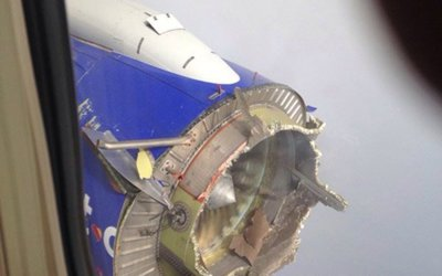 Panică la bordul unui avion american de pasageri după ce motorul a explodat în zbor - GALERIE FOTO, VIDEO