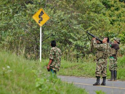 Gruparea marxistă Forţele Armate Revoluţionare din Columbia a anunţat intrarea în vigoare a unui armistiţiu definitiv, punând capăt unui război de gherilă ce dateză de 52 de ani