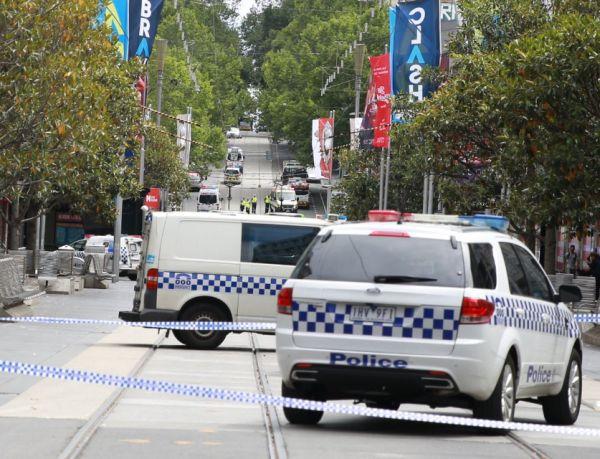 Imaginea articolului FOTO, VIDEO Cel puţin trei morţi şi 20 de răniţi, după ce un vehicul a intrat în mulţime la Melbourne