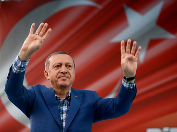 Imaginea articolului Parlamentul Turciei aprobă sistemul prezidenţial. Erdogan ar putea rămâne la putere până în 2029