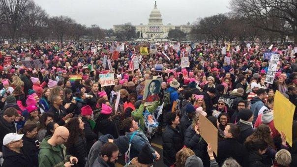 """Imaginea articolului VIDEO, GALERIE FOTO """"Marşul femeilor"""" anti-Trump: Milioane de oameni, alături de celebrităţi, în stradă pentru apărarea drepturilor civice"""
