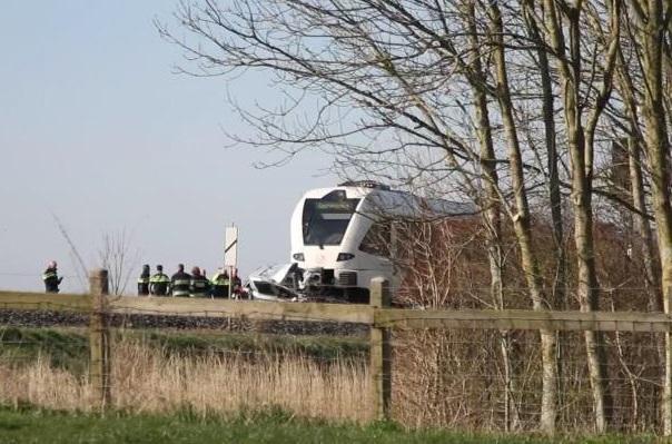 Imaginea articolului ACCIDENT FEROVIAR în Olanda: Cel puţin două persoane şi-au pierdut viaţa în urma coliziunii unui tren cu un microbuz care transporta elevi