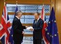 Imaginea articolului VIDEO Ambasadorul britanic la UE i-a înmânat lui Donald Tusk SCRISOAREA prin care se declanşează procedura BREXIT/ Theresa May, discurs de confirmare în Parlamentul de la Londra