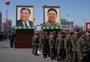 Coreea de Nord continuă să UIMEASCĂ: reţine un profesor, îl dă drept spion şi se laudă cu captura în faţa întregii lumi