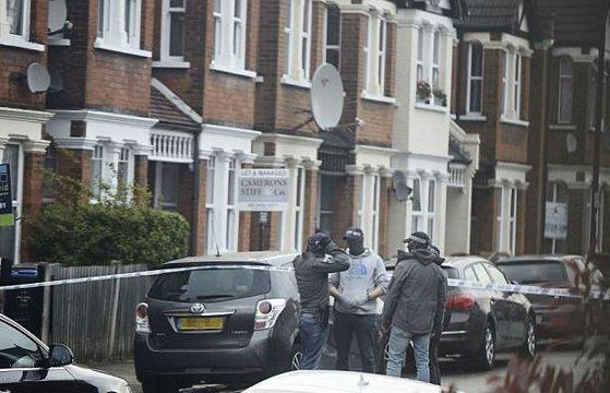Imaginea articolului ALERTĂ la Londra: O femeie, împuşcată, într-o operaţiune ANTITERORISTĂ. Patru persoane, reţinute de Scotland Yard - FOTO, VIDEO