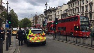 FOTO, VIDEO Momente de GROAZĂ la Londra: O femeie, ÎMPUŞCATĂ! Patru persoane, reţinute de Scotland Yard. Oamenilor le este FRICĂ să mai iasă din case