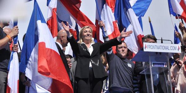 Imaginea articolului Preşedintele interimar al Frontului Naţional, care o înlocuia pe Marine Le Pen, s-a retras, pe fondul acuzaţiilor că a negat responsabilitatea Franţei în Holocaust