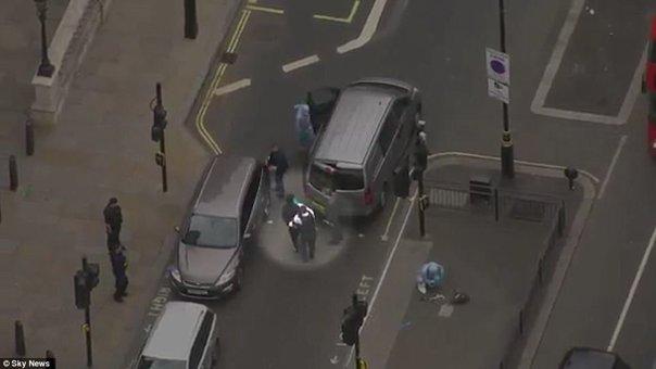 Imaginea articolului Bărbatul înarmat reţinut joi în apropierea Parlamentului Marii Britanii are naţionalitate britanică