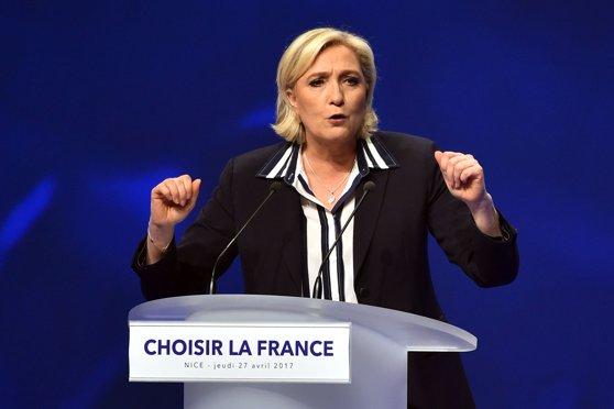 Imaginea articolului Marine Le Pen îl va numi premier pe Nicolas Dupont-Aignan, în cazul în care va câştiga alegerile