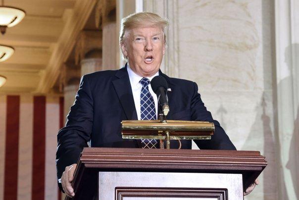Imaginea articolului NYT: Primele 100 de zile de mandat - Donald Trump a folosit excesiv atribuţiile executive, într-un stil de conducere liber, detaşat de normele prezidenţiale