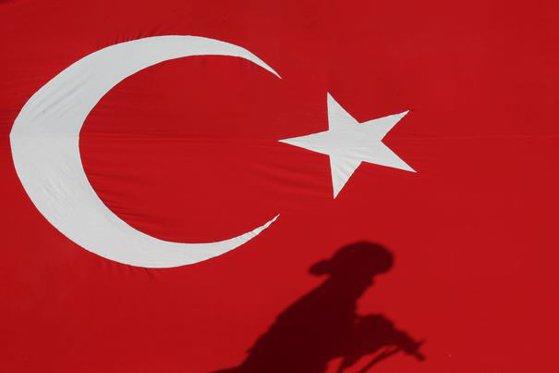 Imaginea articolului Peste 3.900 de funcţionari turci, concediaţi pentru legături suspecte cu organizaţii teroriste