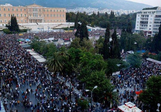 Imaginea articolului Noi măsuri de austeritate, adoptate în Grecia: Aproximativ 12.000 de oameni au protestat în faţa Parlamentului