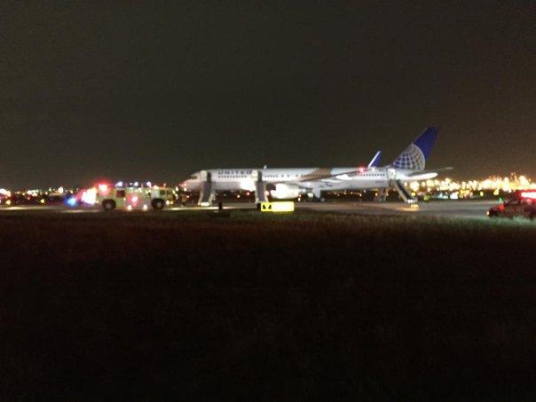 Imaginea articolului VIDEO Un avion de pasageri a luat foc pe un aeroport din Statele Unite, înainte de a decola
