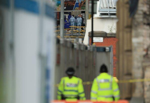 Imaginea articolului ALERTĂ nouă în Manchester: Poliţişti, militari şi genişti, operaţiune de urgenţă la o şcoală. Un elicopter al poliţiei survolează zona