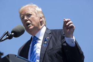 Donald Trump anunţă că va lua o decizie în privinţa…
