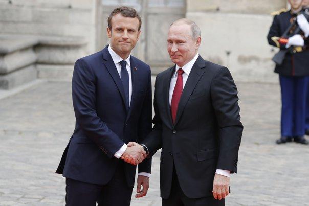 Imaginea articolului GALERIE FOTO Emmanuel Macron a pledat, alături de Vladimir Putin, pentru menţinerea dialogului cu Rusia/ Ce declară liderul de la Kremlin