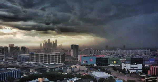 Imaginea articolului 11 morţi şi 168 de răniţi la Moscova, ca urmare a unei furtuni puternice
