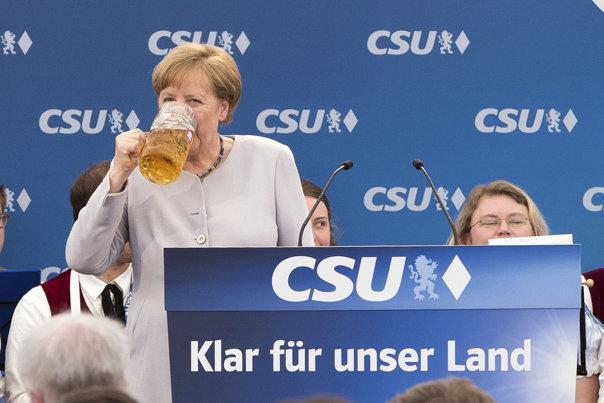 Imaginea articolului FOTO | GESTUL Angelei Merkel, după ce a spus că UE nu se mai poate baza pe SUA şi pe Marea Britanie