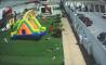 Imaginea articolului VIDEO Patru copii RĂNIŢI, după ce castelul gonflabil în care se jucau a fost luat de vânt